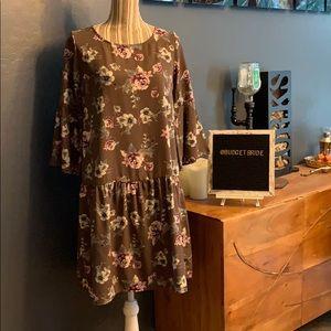 2/$15 Mimi & daphne bell sleeve dress